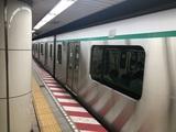 2020系の側面@三越前駅