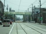 歩道橋からしか行けない堀川小泉電停
