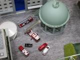 ガスタンクと消防はしご車