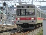 多摩川へ向かうクハ1023号車