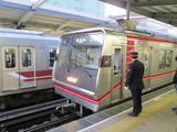 西中島南方駅を出発する21系
