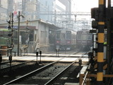 南方駅に停車中の普通電車2本