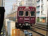 梅田に向かう5300系普通電車