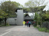 京阪坂本駅駅舎と並びが惜しい人達