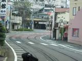 クネクネした道の先に浜大津駅が見える