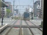 接近する堺トラム1001号車