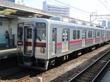 反対のホームに止まった浅草行10000系電車