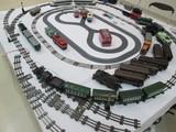客車4両とテンダーを引っ張るSL