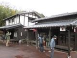 古い時代の商店2棟