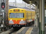 到着する近鉄富田止まりの電車