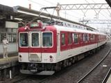 到着する準急名古屋行1000系電車
