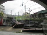 駅舎手前のコンコースからJR奈良線