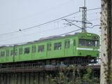 宇治川橋梁を渡る京都行103系電車