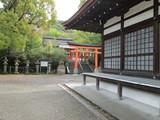 宇治神社の鳥居と拝殿