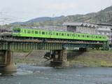 宇治川橋梁を渡る103系