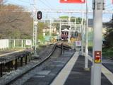 入線してくる嵐山線の電車
