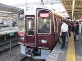 到着した通勤特急梅田行9300系