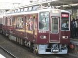親顔の8000系通勤特急電車