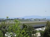 移動中のB777と着陸態勢のATR42