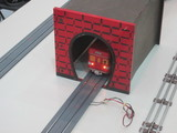 トンネルを出る手前の丸ノ内線電車缶