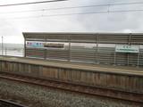 ホームと荒れ狂う日本海@青海川駅