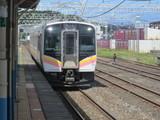 2番線に到着する普通列車
