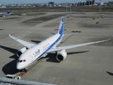 プッシュバック開始した全日空787型機