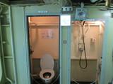 士官用トイレとシャワールーム