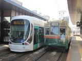 古豪路面電車と新鋭LRV