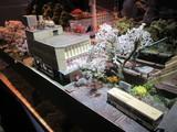桜舞う季節の駅