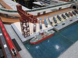 クレーンと船のアンバランス