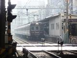 南方駅停車中の2300系普通電車