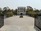 正門より桜高(違っ!)校舎を望む