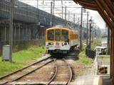 豊郷駅に進入してくる800系