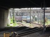 接近するEF66牽引のコンテナ列車