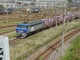 出発したての貨物列車
